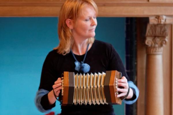 Anglo-concertina marion v kouwen 1 instrumentenpagina